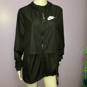 NWT Women's Black Nike Windbreaker Jacket Sz Large